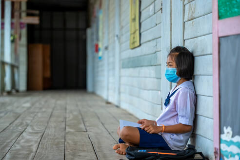 Elementary school students wearing disease prevention masks,Chil - CAVF90516