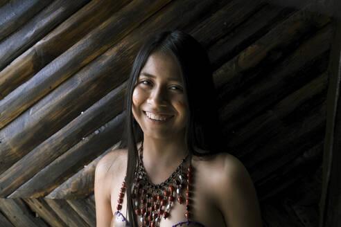 Misahualli Ecuador, Portrait of a girl belonging to the Guaraní tribe - DSIF00207