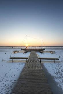 Winter, Winterlandschaft, See, zugefroren, kalt, Brandenburg, Deutschland, Rangsdorf, Schiff, Steg - ASCF01538