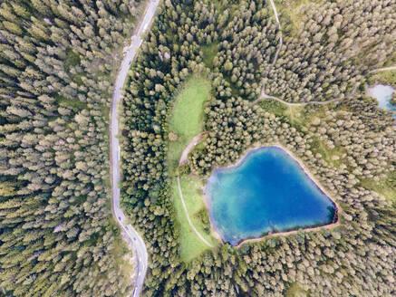 Austria, Tyrol, Lake Samerangersee, Aerial view of lake and mountains - YRF00269