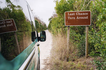 Campervan by signboard at Everglades National Park - GEMF04608
