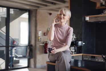 Deutschland, NRW, Oberhausen, Loft, Business, Büro, Coworking, Homeoffice, Frau, 47 Jahre - MOEF03637