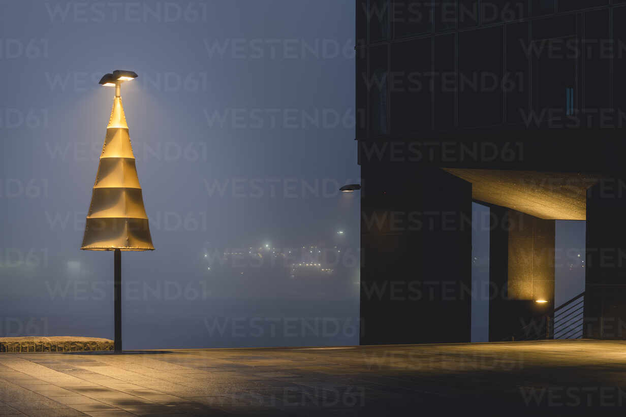 Germany, Hamburg, Altona, Dockland office building in fog  - KEBF01786 - Kerstin Bittner/Westend61