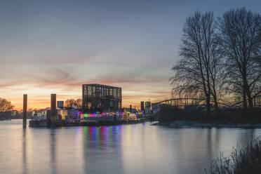 Deutschland, Hamburg, Rothenburgsort, Blick auf den Anleger Entenwerder - KEBF01798