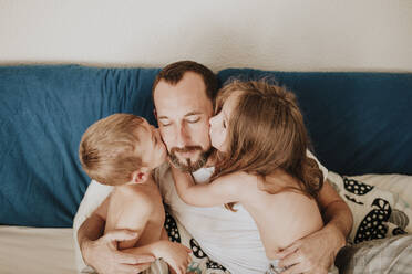 Morning at home with daddy at home - GMLF01011