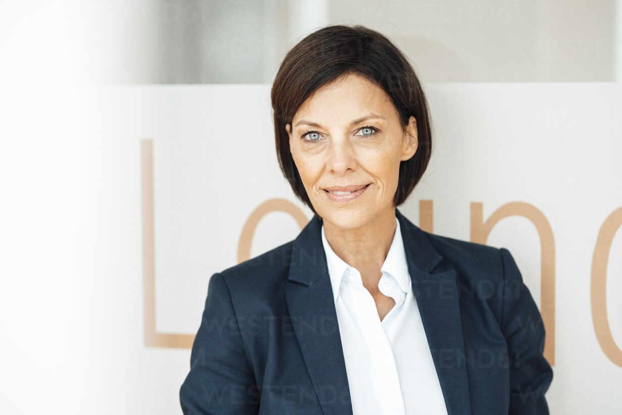 Deutschland, NRW, Gelsenkirchen, Business, Büro, Frau, 55 Jahre, - JOSEF03622 - Joseffson/Westend61