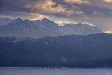 Walchensee im Winter, bei Urfeld, Oberbayern, Bayern, Deutschland - LBF03395